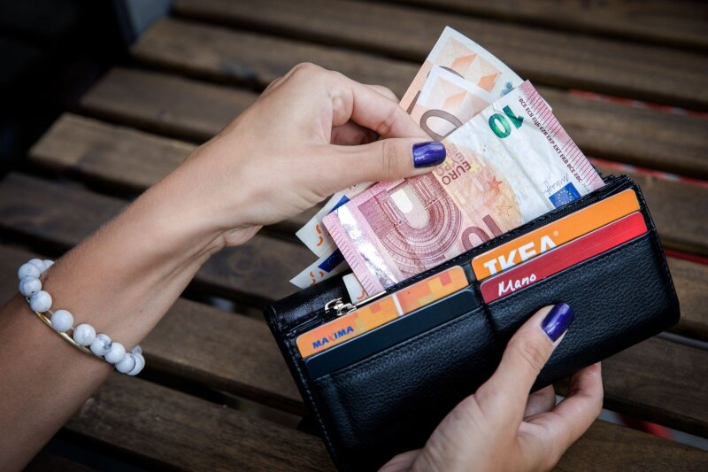 kurioje šalyje lengviau užsidirbti pinigų barjero variantai yra