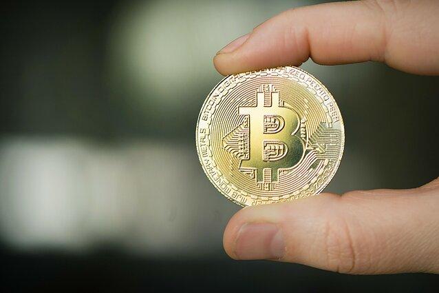 kiek pelninga investuoti kriptovaliut