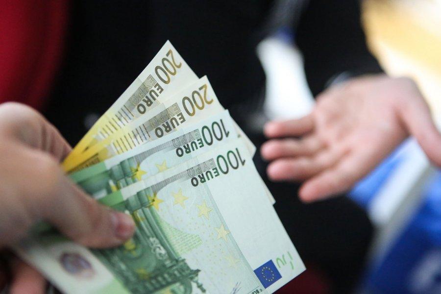 kiek pinigų iwangai uždirba per mėnesį interneto pajamų šablonai