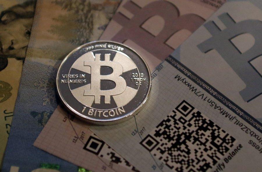 Bitkoinas atidalintas: išsikasti nuo šiol bus sunkiau