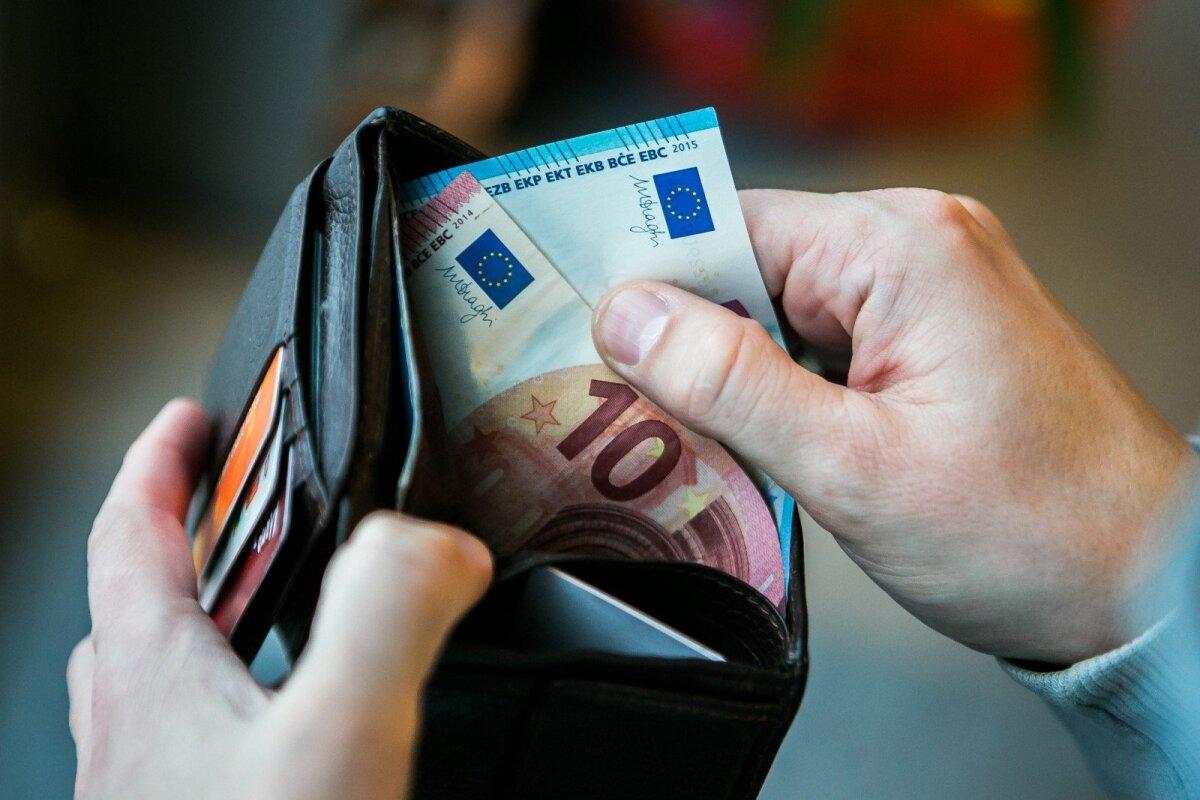 kiek pinigų iwangai uždirba per mėnesį dvejetainių parinkčių strategija ma