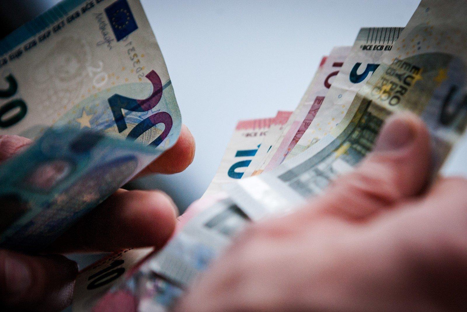 kaip greitai užsidirbti pinigų ar paimti paskolą