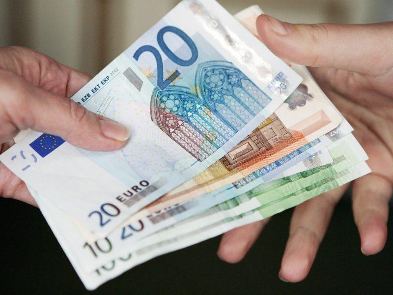uždirbtas pinigų formulėje