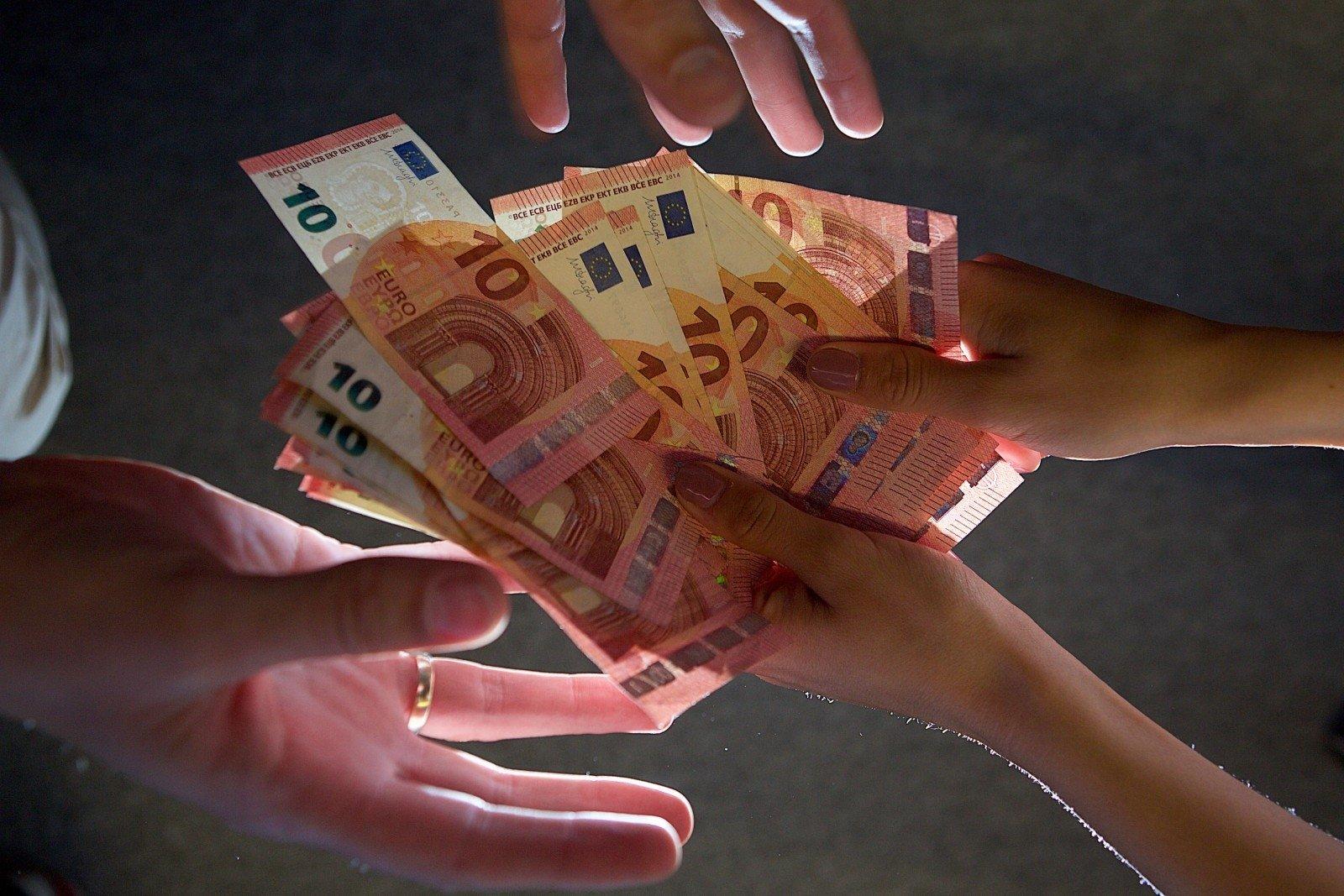 ar galima užsidirbti pinigų ditraduojant