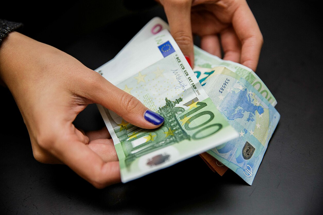 24 pasirinkimo sandorių pajamos kaip užsidirbti pinigų pasirinkus 2020 m
